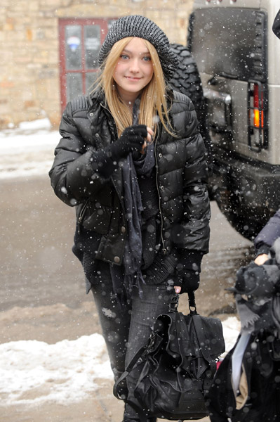 http://www.thedailytruffle.com/wp-content/uploads/2010/01/Actress-Dakota-Fanning-walks-in-Park-City-on-January-23-2010-in-Park-City-Utah-kk.jpg