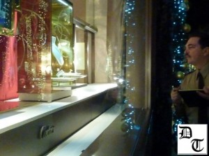 christmas-beverly-hills-2011-cartier-guard